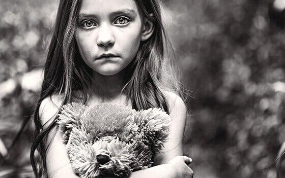 O filho esquecido: uma infância infeliz