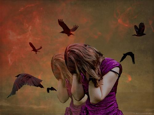 Mulher sofrendo por vampiros emocionais