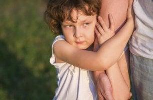 A diferença entre mimar um filho e torná-lo um incompetente