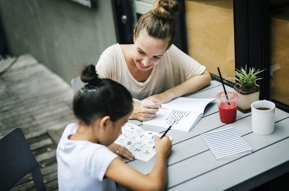 Como ajudar os filhos com o dever de casa