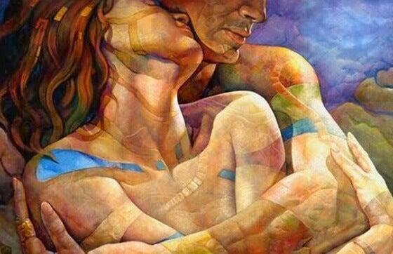 Casal apaixonado abraçado