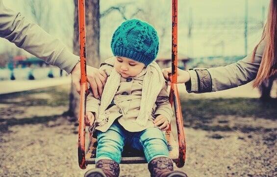 Como as crianças reagem ao divórcio de acordo com a sua idade?