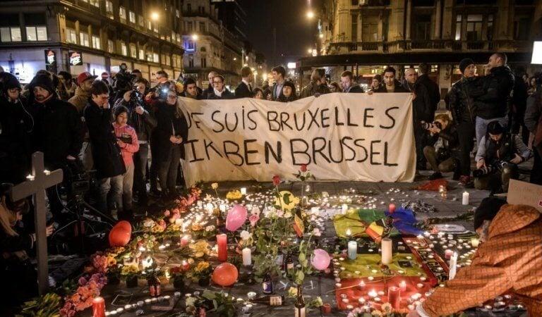 Homenagem após terrorismo na Bélgica