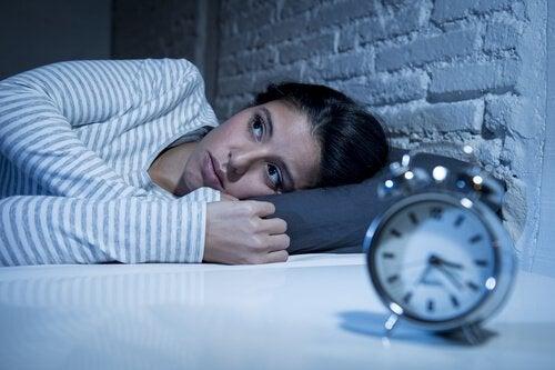 Regular a melatonina para dormir bem