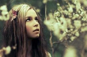 Jovem que adora ficar em silêncio