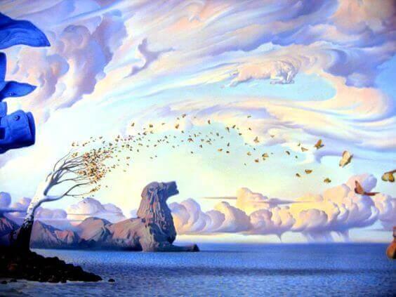 Montanha em forma de leão e céu cheio de nuvens
