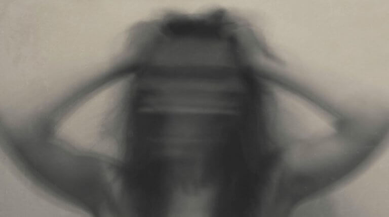 Mulher sob o efeito de drogas
