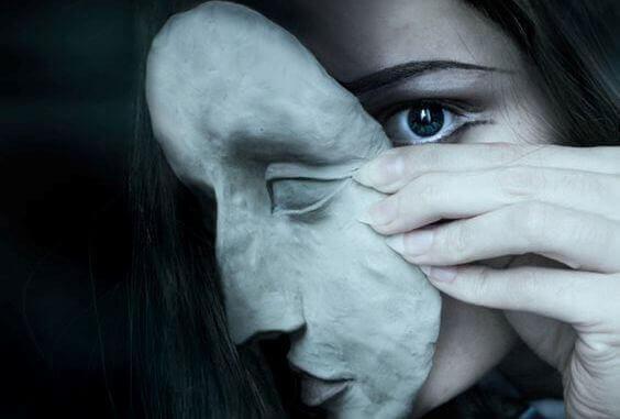 Deixar cair a máscara e mostrar-se vulnerável
