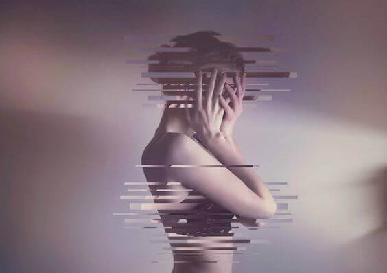 Mulher sofrendo com manipulação emocional