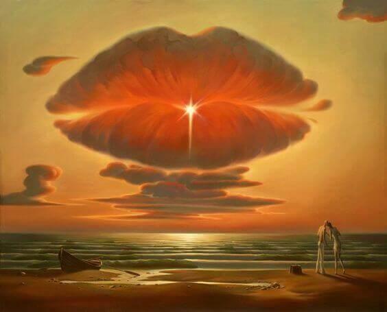 Nuvem em forma de boca sobre o mar