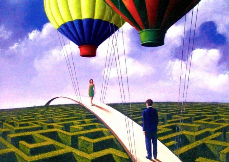 Pessoas andando em ponte suspensa por balões