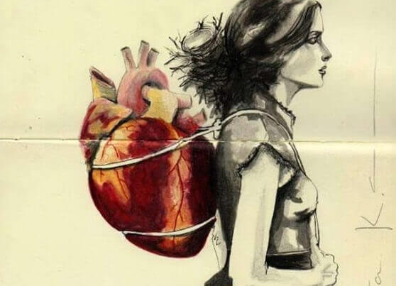 Mulher carregando coração