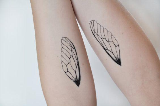 Tatuagens de asas em braços