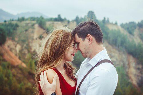 Casal feliz em um relacionamento