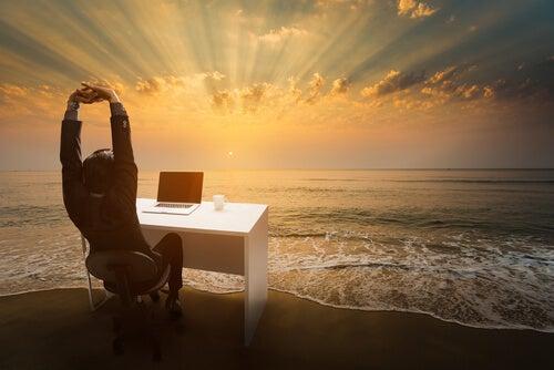 Ter felicidade no trabalho: ingenuidade ou realidade?