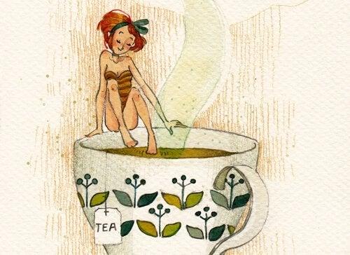 Mulher entrando em xícara de chá