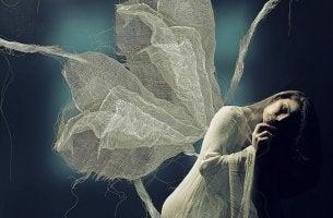 Mulher com asas e medo da solidão