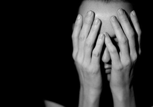 Por que é tão difícil escapar de uma situação de maus-tratos?