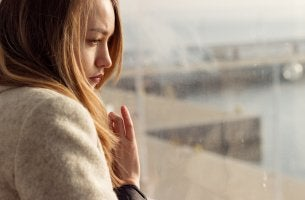 Mulher triste e chateada