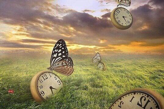 Borboletas voando com relógios de bolso