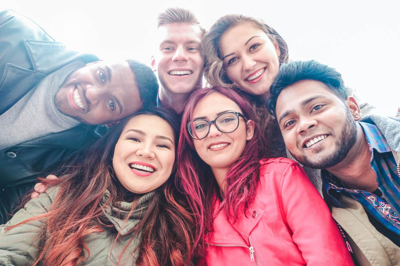 Narcisismo coletivo: os grupos que amam a si mesmos