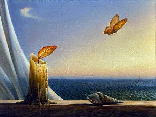 Velha com folha e borboleta