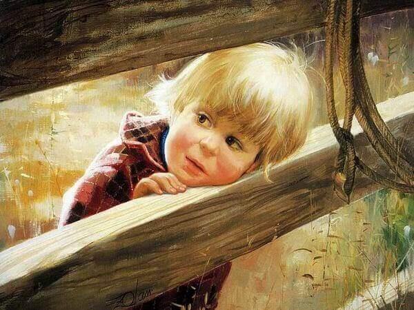 Criança apoiando cabeça em cerca de madeira