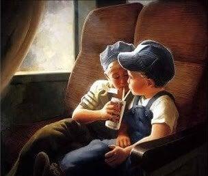 Crianças dividindo bebida em trem