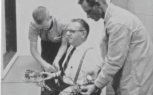 O experimento de Milgram sobre a obediência cega