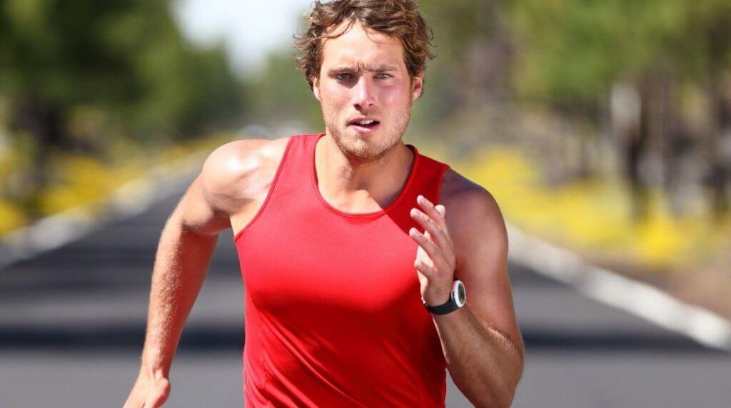 Homem correndo uma maratona