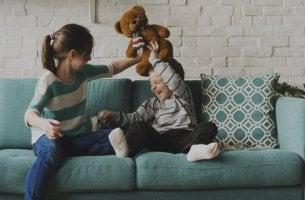 Irmãos mais velhos: entre risadas e exemplos