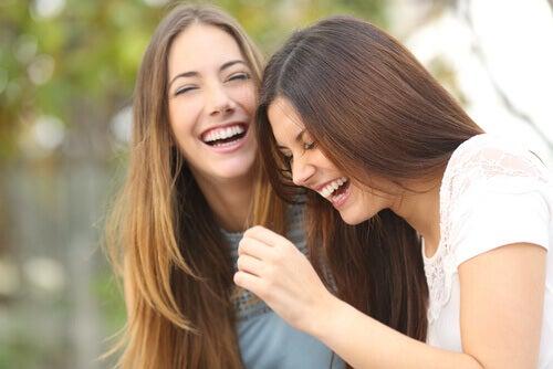 Irmãs rindo