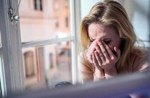 Fique com quem seca suas lágrimas e não com quem as multiplica