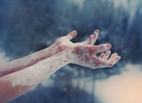 Mãos e braços congelados