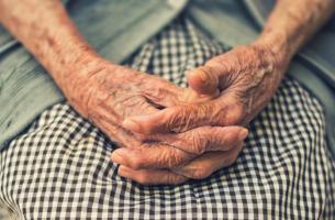 Qual é a influência de um membro com demência na família?