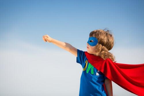 Criança vestida de Super-Homem