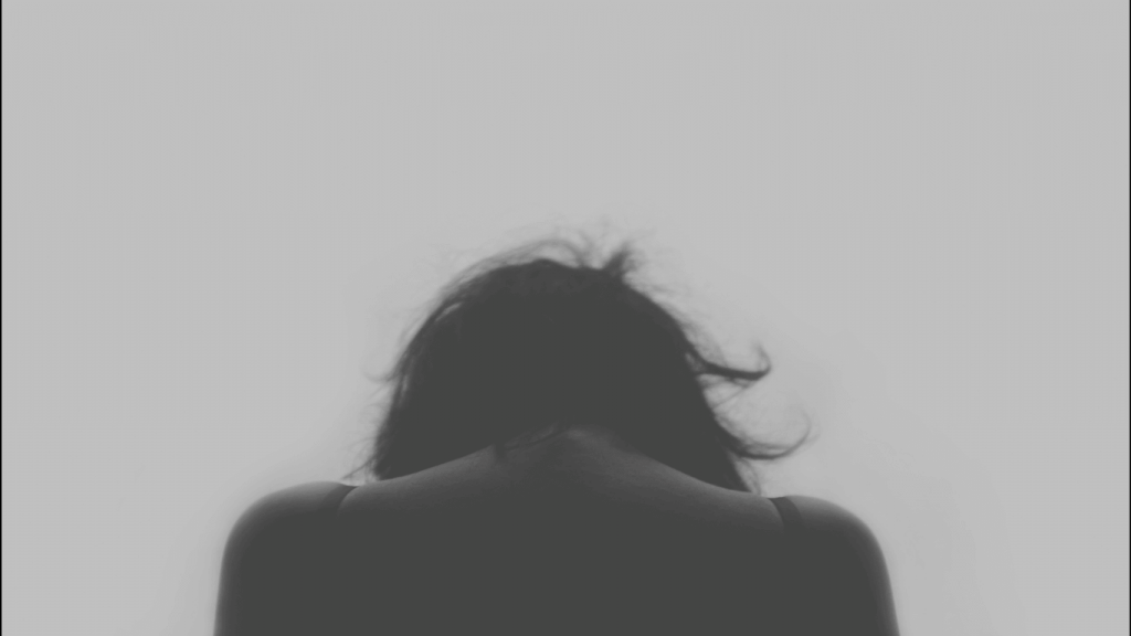Mulher sentindo dor