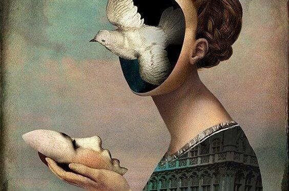 Mulher com pomba no rosto