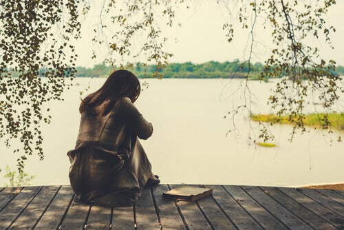 Quais são as fases de luto no término de um relacionamento?
