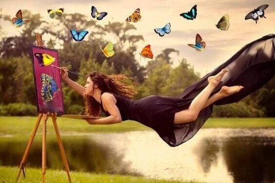Mulher voando e pintando borboletas