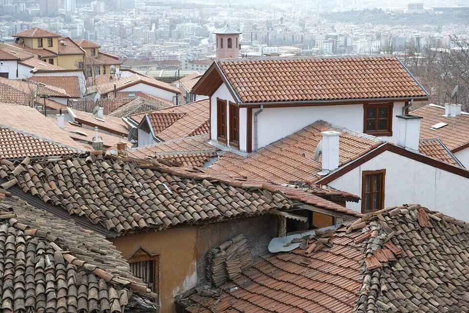 Telhados de cidade pequena