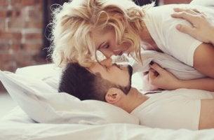 A beleza das carícias na cama