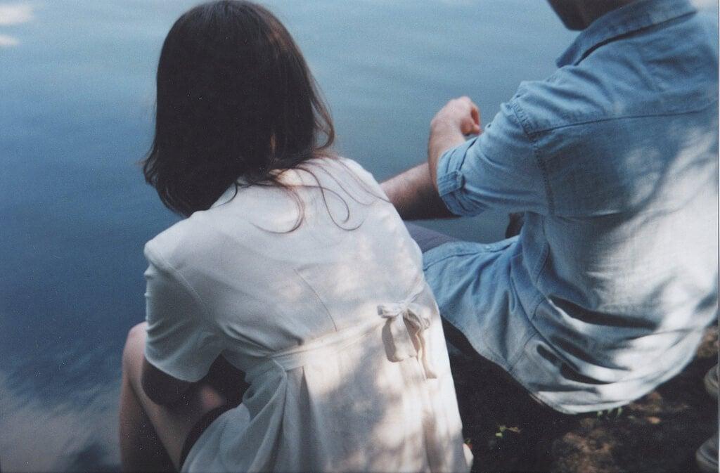 Casal tendo conversa difícil