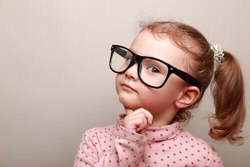 Como é o pensamento das crianças sobre o certo e o errado?