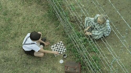 """Cena do filme """"O Menino do Pijama Listrado"""""""
