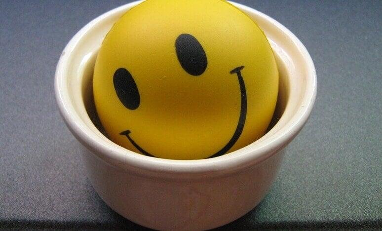 Bola com rosto de sorriso