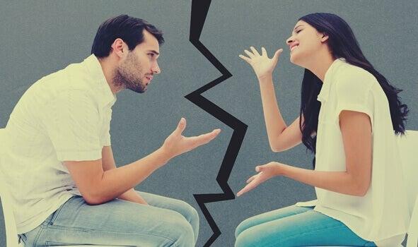 Casal durante discussão
