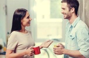 Casal tendo uma conversa positiva