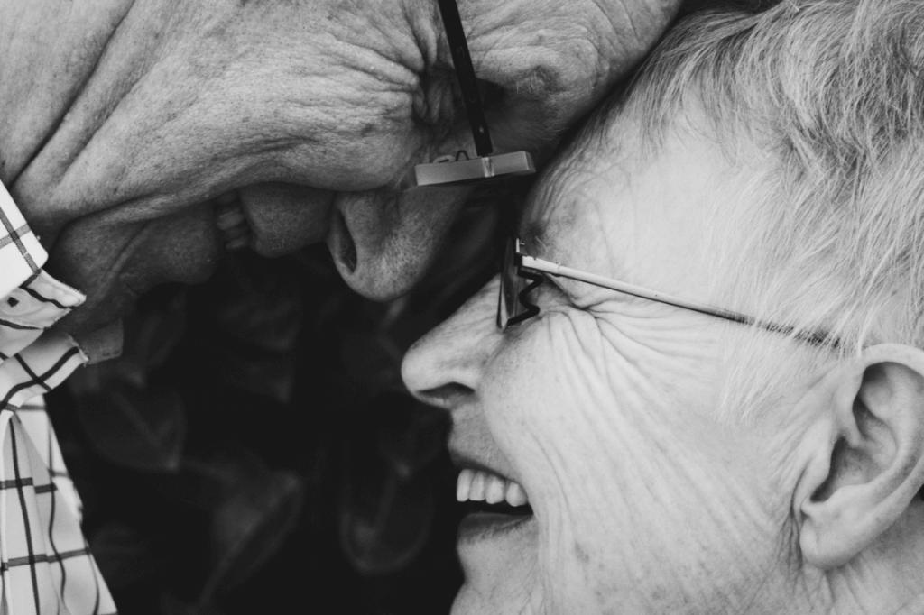 Casal de idosos felizes