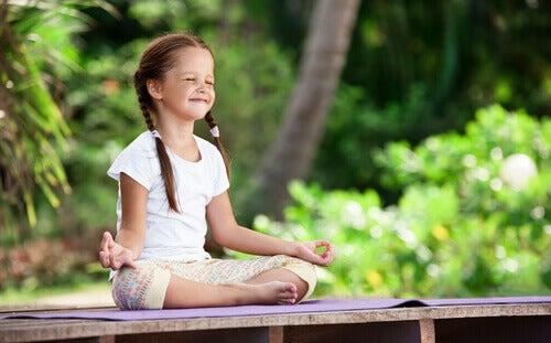 Meditação para crianças: cultivando desde pequenos o jardim interior